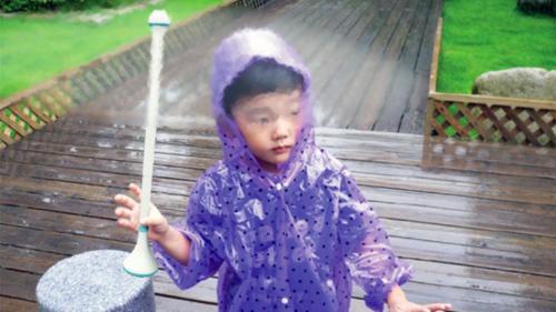 Invisible Umbrella Repels Raindrops With Air